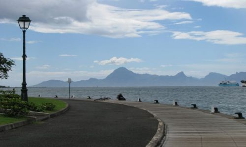 Zdjęcie POLINEZJA FRANCUSKA / Tahiti / Papeete / Widok na Moorea sąsiednią wyspę Tahiti