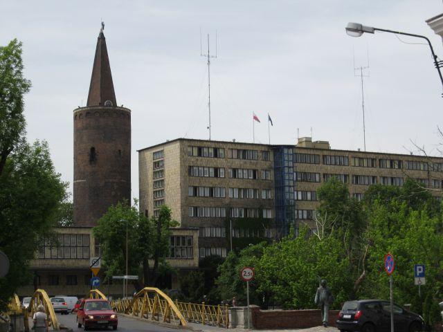 Zdjęcia: Opole, Urząd Wojewódzki oraz wieża piastowska, POLSKA