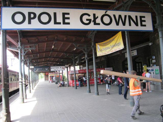 Zdjęcia: Opole, Peron na dworcu kolejowym w Opolu, POLSKA