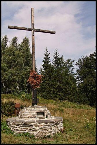 Zdjęcia: Pokrzywna, Góry Opawskie, krzyż ku pamięci, POLSKA