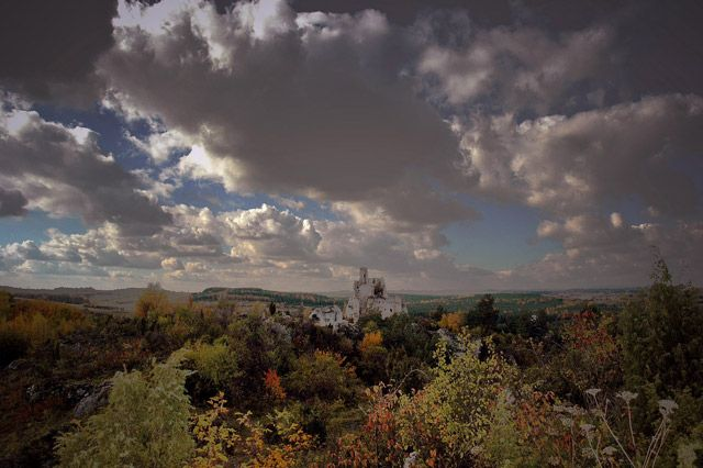Zdjęcia: widok na zamek w Mirowie , jura krakowsko -czestochowska , jesień n jurze , POLSKA