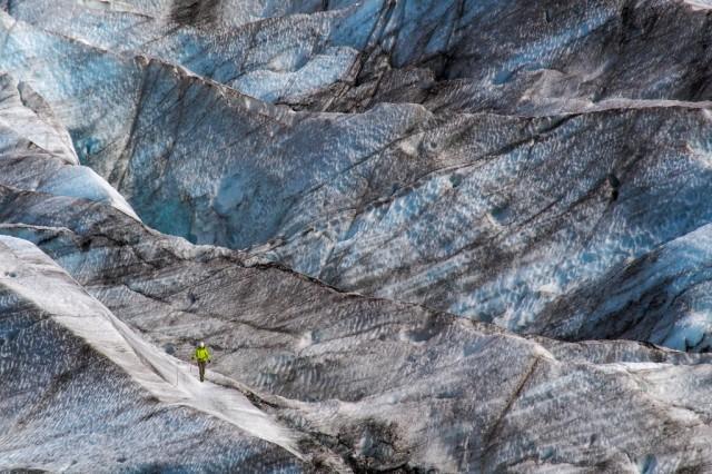 Zdjęcia: ---, ---, Climber on the glacier, POLSKA
