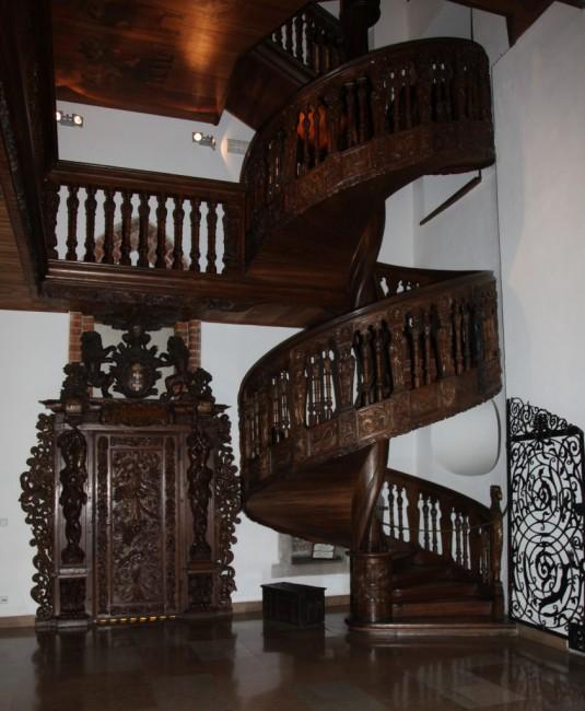 Zdjęcia: Gdańsk, Ratusz Głównego Miasta Gdańska, Pomorze, Drewniane schody w Sieni Głównej, POLSKA