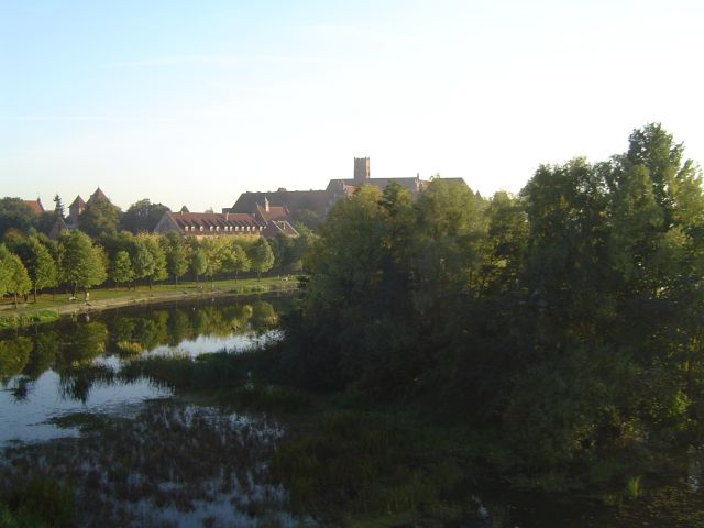 Zdjęcia: MALBORK, ZDJĘCIE Z POCIĄGU, POLSKA