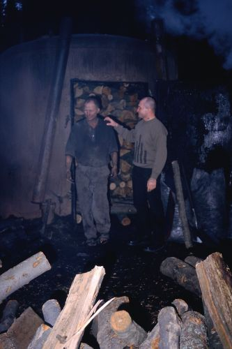 Zdjęcia: Przy drodze do Roztok Górnych, Bieszczady, Praca przy wypale, POLSKA