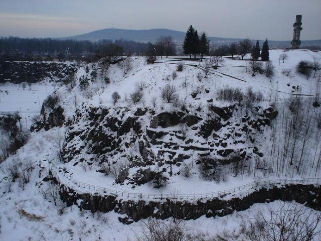 Zdjęcia: Kielce, Góry Świętokrzyskie, Kadzielnia a w tle Góra Telegraf, POLSKA