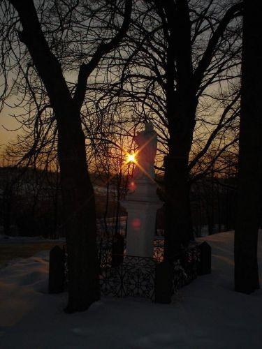Zdjęcia: Zagnańsk, Góry Świętokrzyskie, Figurka nod kościołem Św. Rozalii i Marcina, POLSKA