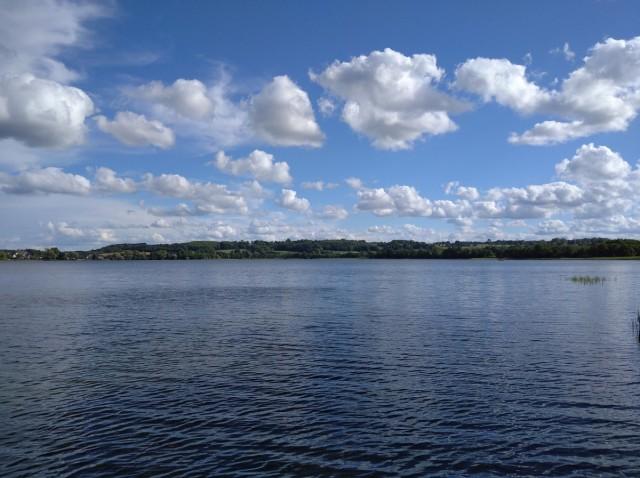 Zdjęcia: Chmielno, Szwajcaria Kaszubska, Obłoki nad jeziorem Kłodno, POLSKA