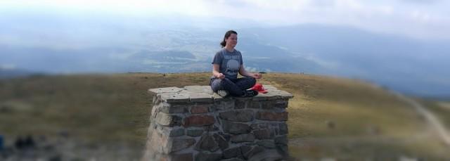 Zdjęcia: Babia Góra, Beskidy, Marta kontempluje na szczycie, POLSKA