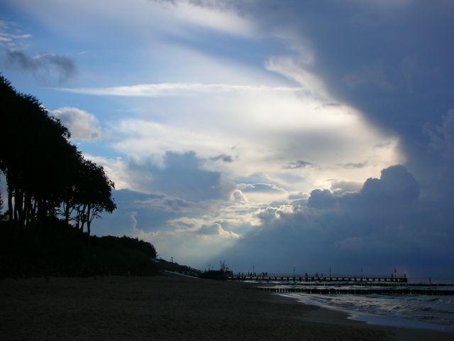 Zdjęcia: Ustronie Morskie, Morze Bałtyckie, na chwilę przed sztormem, POLSKA