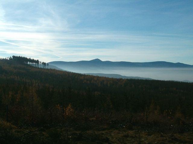 Zdjęcia: Okolice Jeleniej Góry, Dolny Śląsk, Karkonosze - widok z Rudaw Janowickich, POLSKA