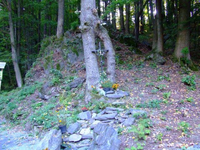 Zdjęcia: Pokrzywna, Góry Opawskie, Krzyż przy drodze, POLSKA
