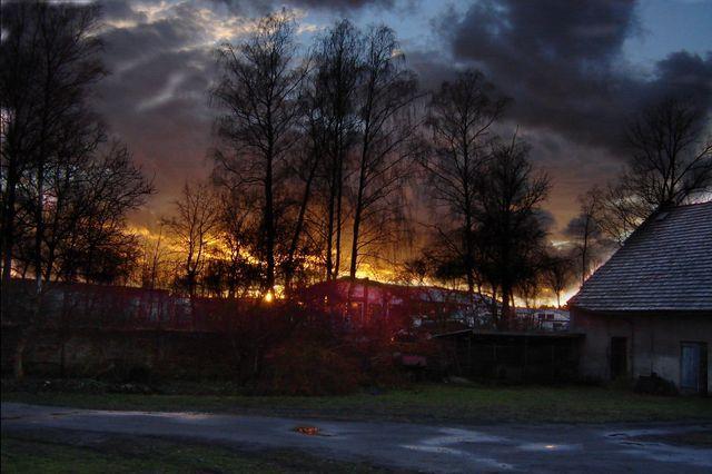 Zdjęcia: Ruszów, Bory Dolnośląskie, Zachód słońca nad tartakiem, POLSKA