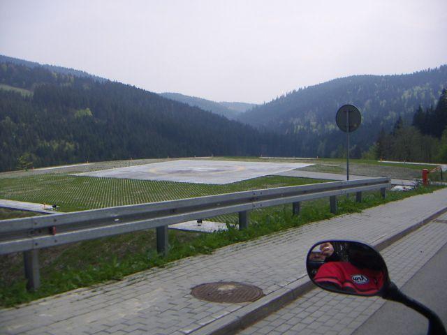 Zdjęcia: w drodze do istebnej  - lądowisko prezydenckie, Istebna, wiosna, POLSKA