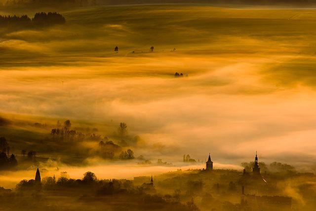 Zdjęcia: Widok ze Szczelińca, Góry Stołowe, Tuż po wschodzie słońca..., POLSKA