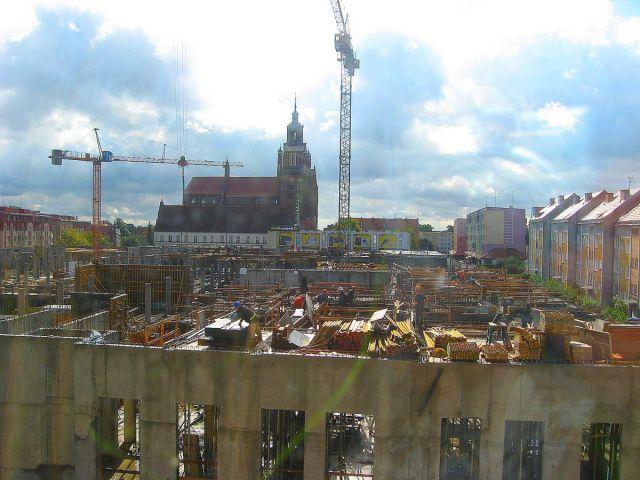 Zdjęcia: Stargard, Zachodniopomorskie, Widok z okna na kolegiatę... i na budowę..., POLSKA