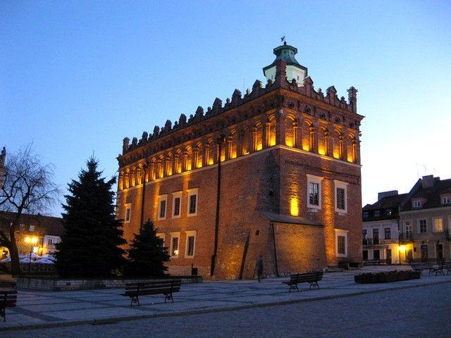 Zdjęcia: Sandomierz, Swiętokrzyskie, Ratusz wieczorem, POLSKA
