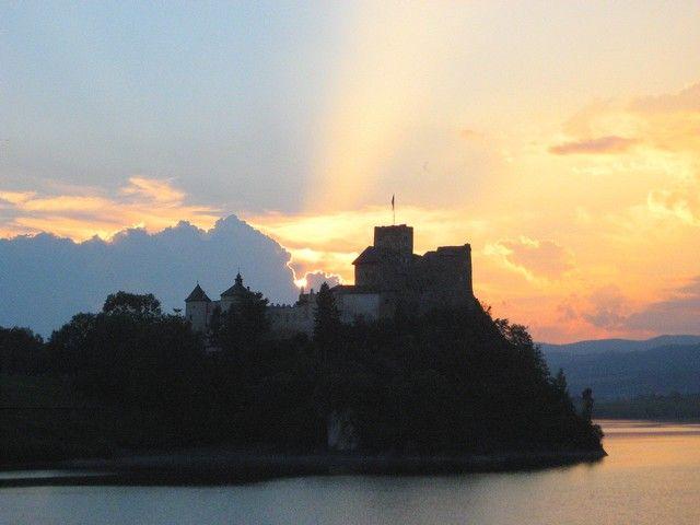 Zdjęcia: Niedzica, Pieniny, Zamek niedzicki w zachodzącym słońcu, POLSKA