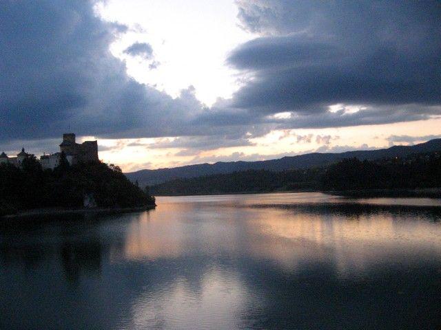 Zdjęcia: Niedzica, Pieniny Czorsztyńskie, zaraz nadlecą duchy niedzickiego zamku..., POLSKA
