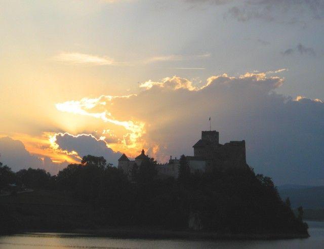Zdjęcia: Niedzica, Pieniny,  Płonie niebo nad niedzickim zamczyskiem..., POLSKA