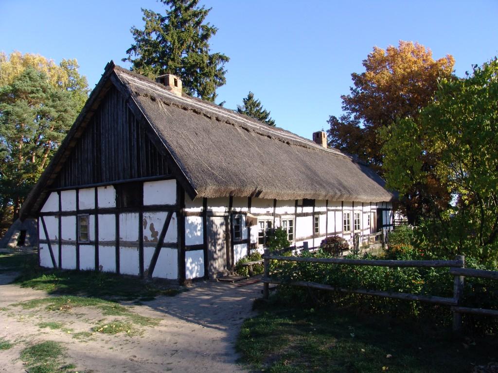 Zdjęcia: Gmina Smołdzino, powiat Słupski, Pomorze, Budynek szachulcowy, POLSKA
