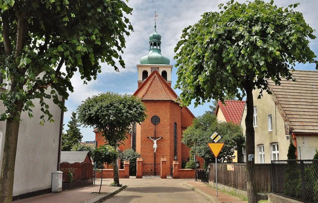 Zdjęcia: Jastarnia, Pomorze, Jastarnia, kościół, POLSKA