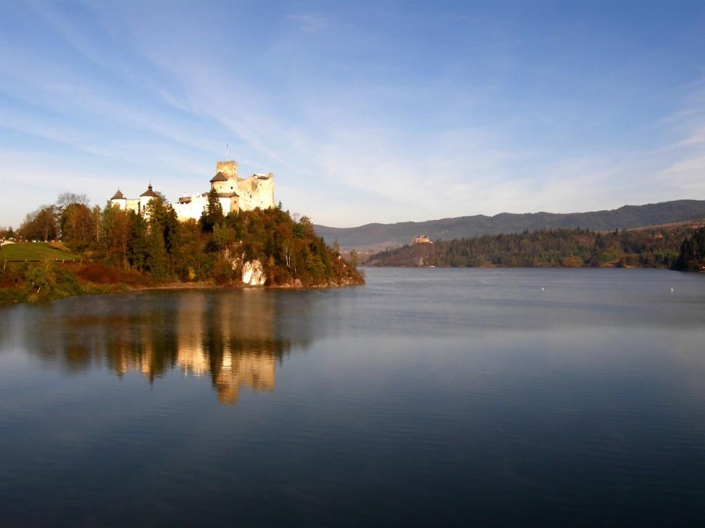 Zdjęcia: Pieniny, zamek w Niedzicy, Małopolska, W porannym słońcu, POLSKA