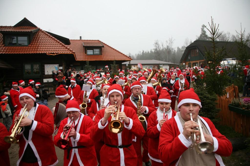 Zdjęcia: Szymbark, Pomorze, Orkiestra mikołajowa, POLSKA