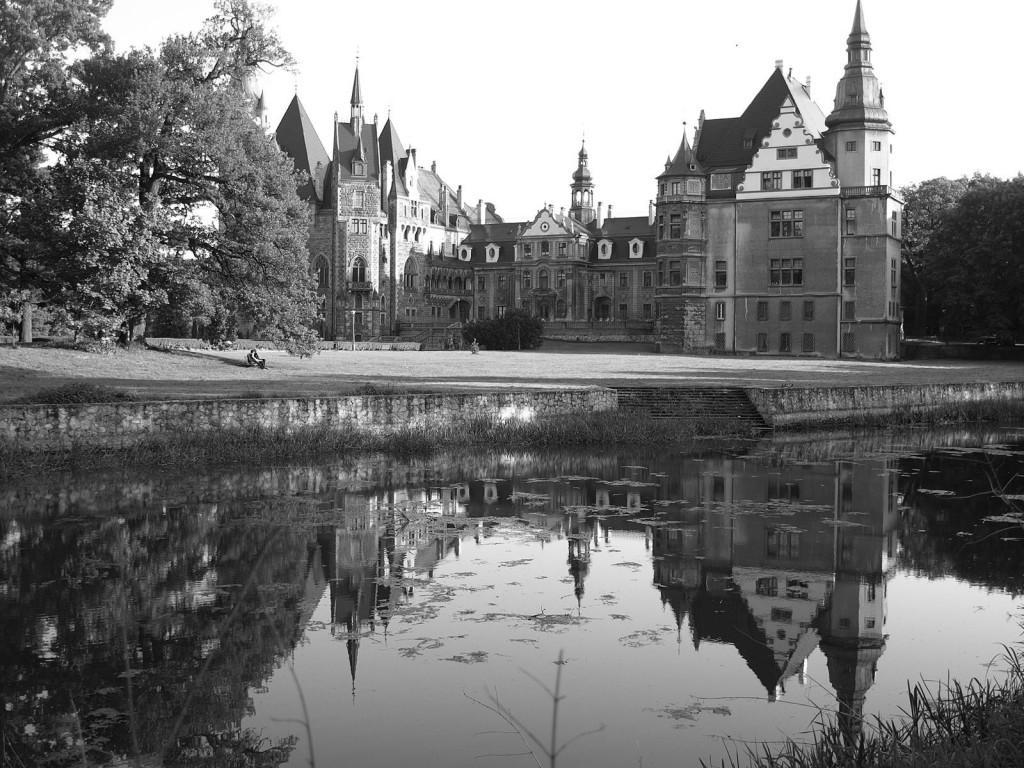 Zdjęcia: Moszna, opolskie, black & white, POLSKA