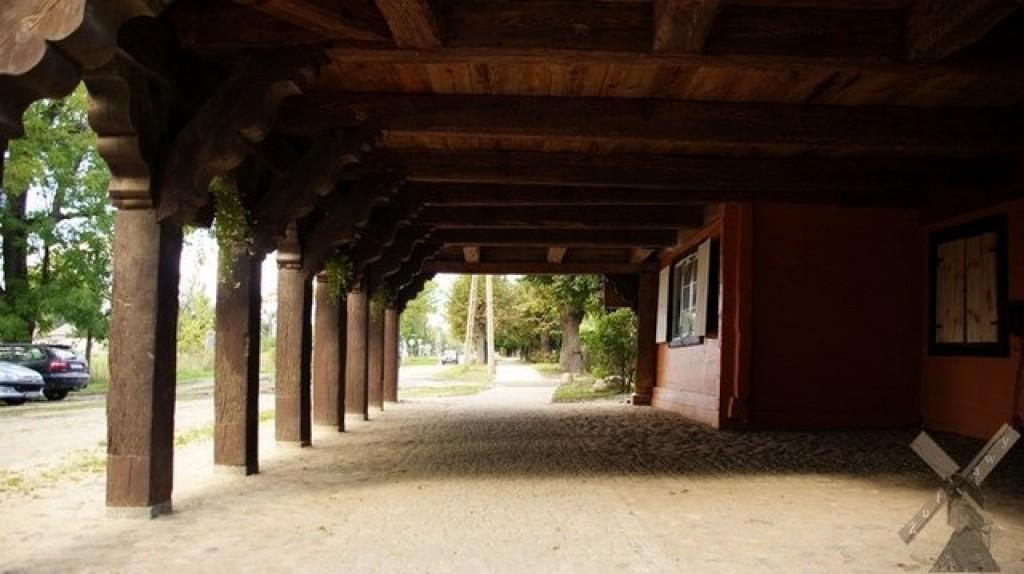Zdjęcia: Trutnowy, Żuławy, Podcień domu w Trutnowach, POLSKA