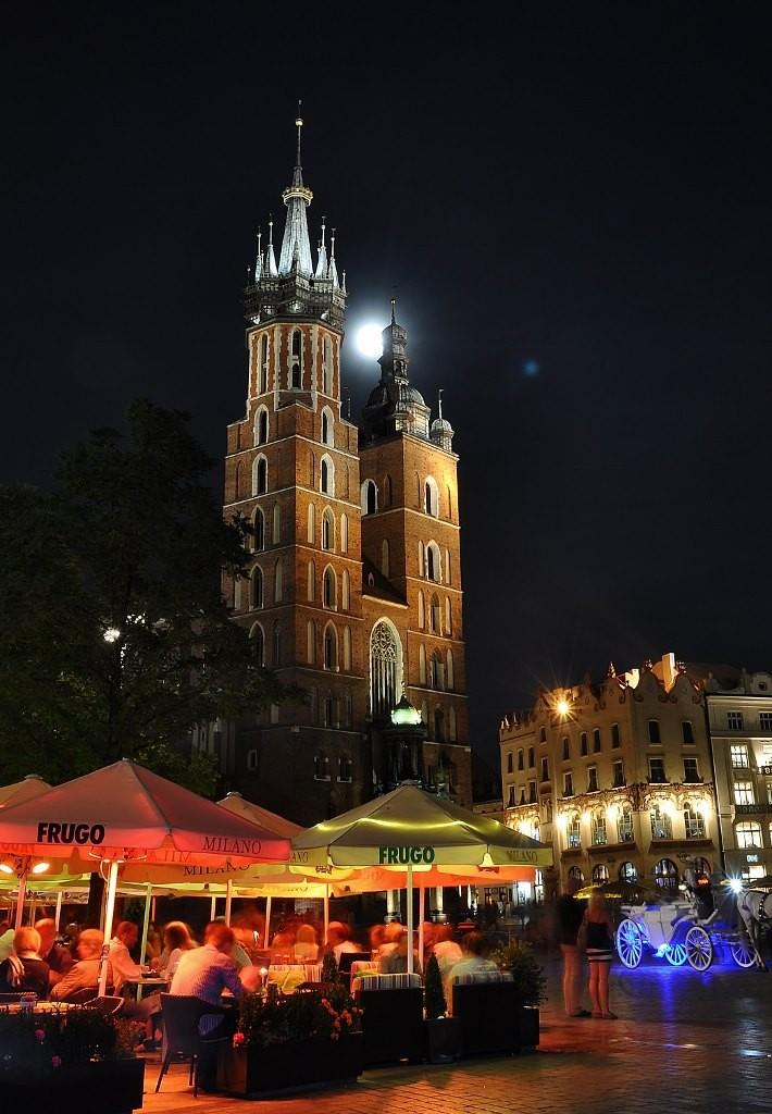 Zdjęcia: Kraków, Małopolska, Kraków, księżycowa noc, POLSKA