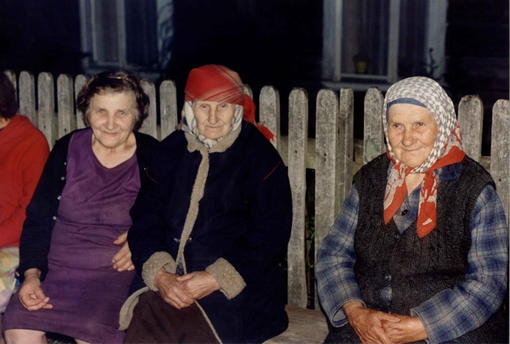 Zdjęcia: Czerwonka, Podlasie, Babuszki na pogaduszkach, POLSKA