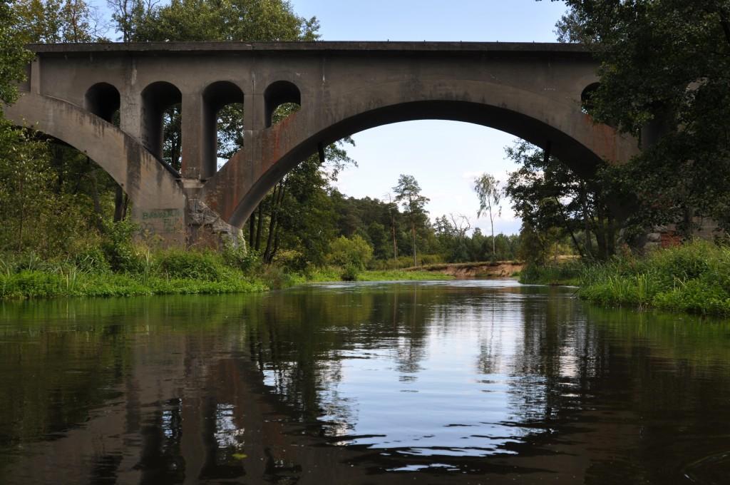 Zdjęcia: za Czarną Wodą, szlak Wdy, Most kolejowy, POLSKA