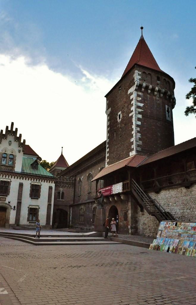 Zdjęcia: Kraków, Małopolska, Kraków, mury miejskie i muzeum Czartoryskich, POLSKA