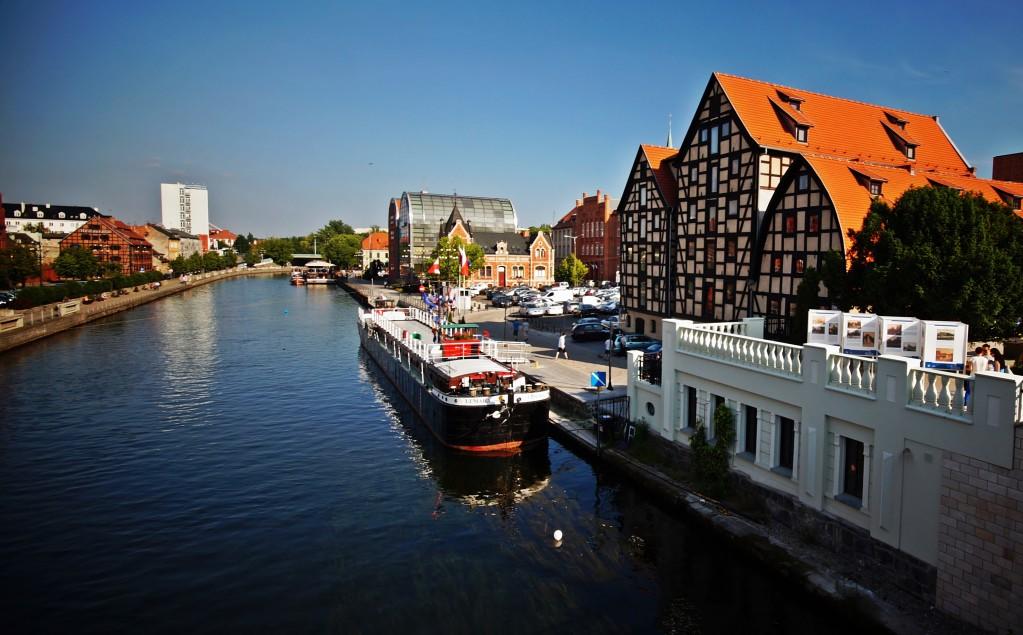 Zdjęcia: Bydgoszcz, Kuj-pom, Spichrze nad Brdą widok z mostu., POLSKA
