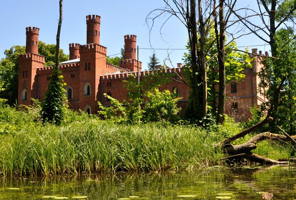Zdjęcia: rzeka Krutynia, Sorkwity, Widok z rzeki na pałac von Mirbachów, POLSKA