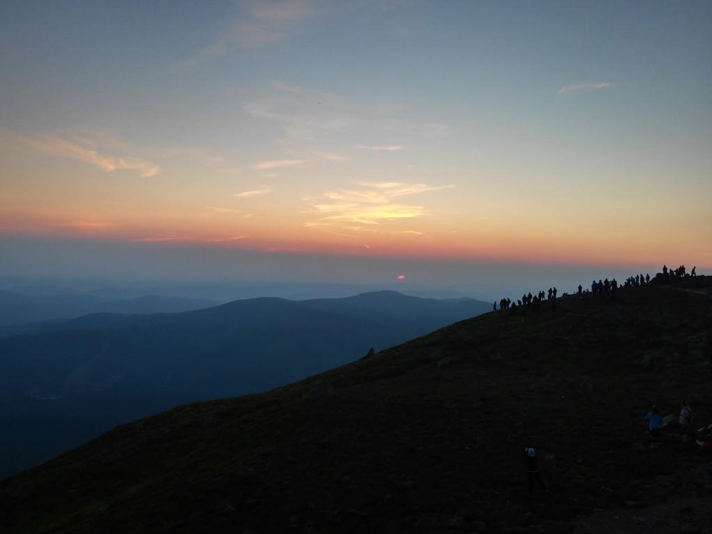 Zdjęcia: babia góra, beskidy, tłumy o wschodzie na Babiej Górze, POLSKA