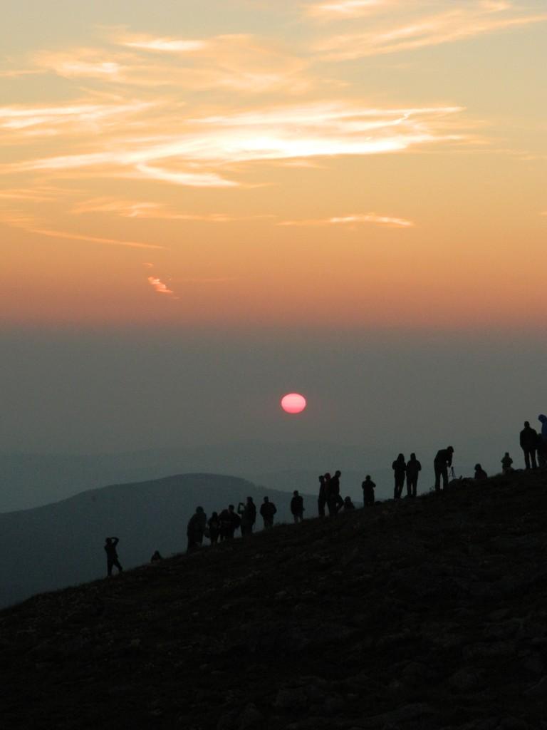 Zdjęcia: babia góra, beskidy, tłumy o wschodzie na Babiej Górze..., POLSKA