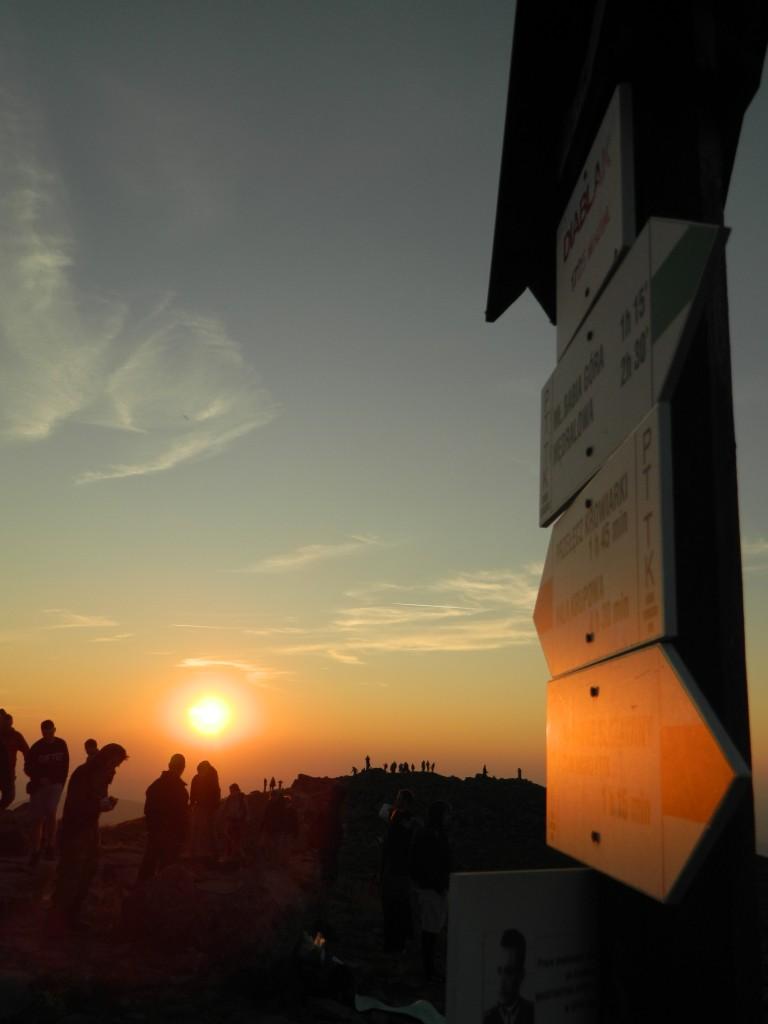 Zdjęcia: beskidy, małopolska, tłumy o wschodzie na Babiej Górze..., POLSKA