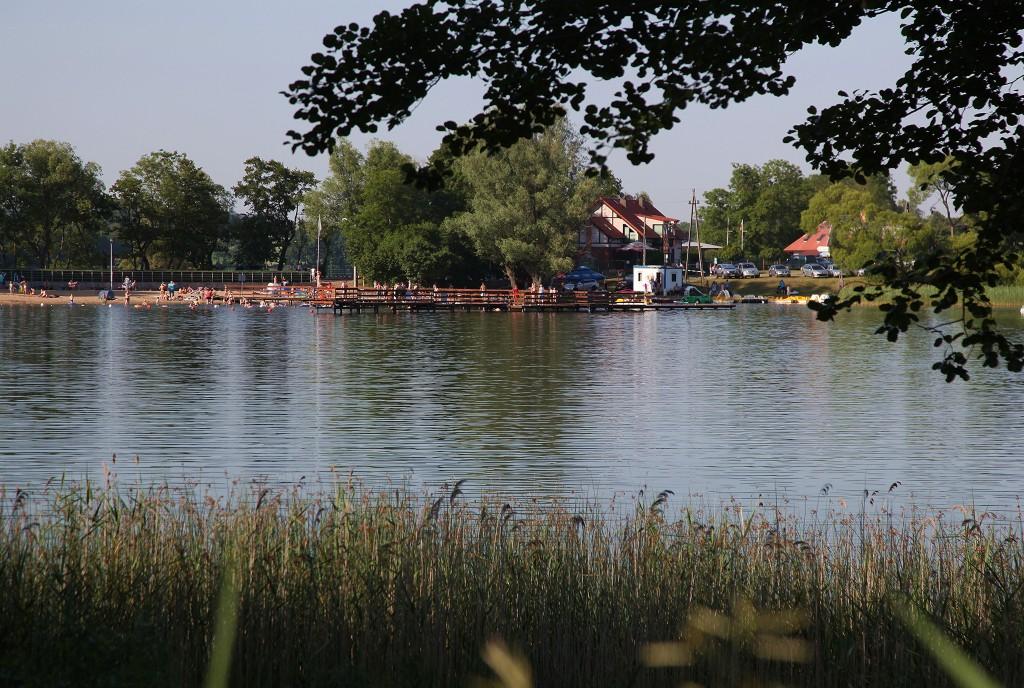 Zdjęcia: Chmielno, Jezioro Kłodno, Pomorskie, Plaża na drugim brzegu, POLSKA