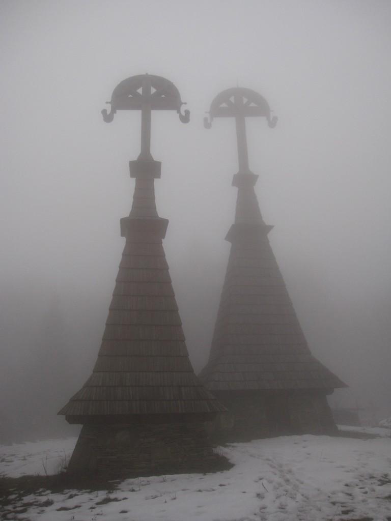 Zdjęcia: Rotunda, Beskid Niski, Cmentarz we mgle, POLSKA