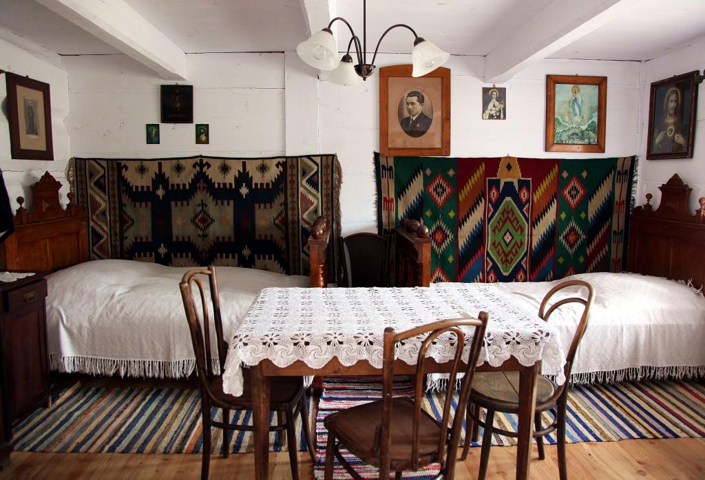 Zdjęcia: Muzeum Budownictwa Ludowego w Sanoku, Podkarpackie, Wnętrze izby, POLSKA