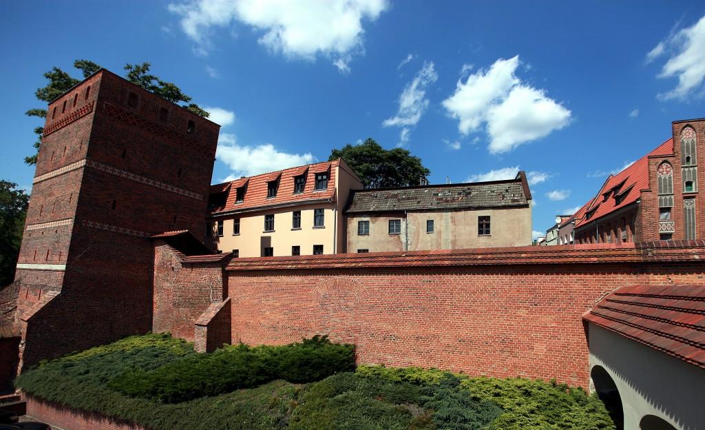 Zdjęcia: Bulwar Filadelfijski, Roruń, Mury Starego Miasta z Krzywą Wieżą, POLSKA