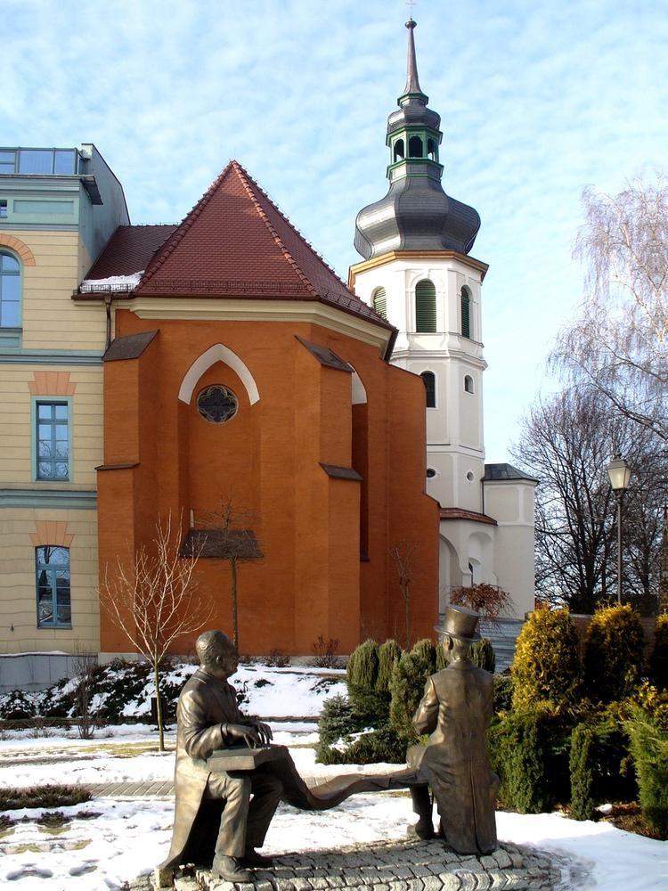 Zdjęcia: Opole, opolskie, Starsi panowie dwaj, przed uniwersytetem, POLSKA