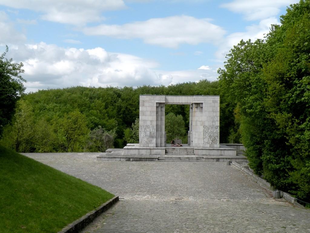 Zdjęcia: Góra Świętej Anny, opolskie, Mauzoleum, POLSKA