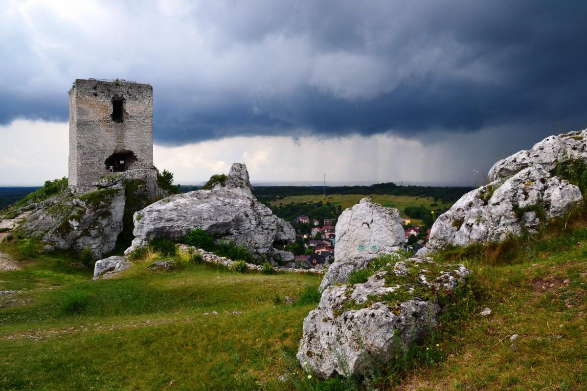 Zdjęcia: Olsztyn, śląskie, Czarne chmury nad orlim gniazdem, POLSKA