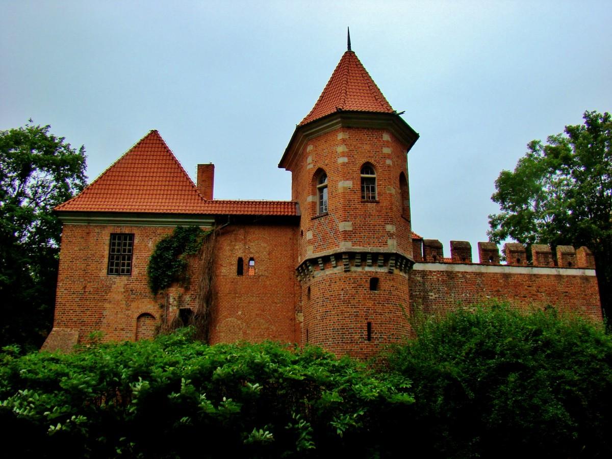 Zdjęcia: Oporów, województwo łódzkie, Oporów-zamek w stylu gotyckim wzniesiony w latach 1434-1449, POLSKA