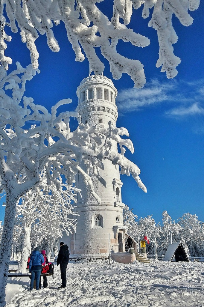 Zdjęcia: Góry Sowie, dolnośląskie, Wieża na Wielkiej Sowie w zimowej szacie, POLSKA