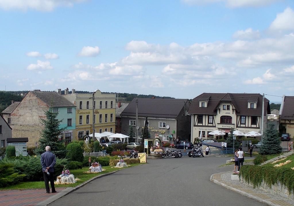 Zdjęcia: Góra św. Anny, opolskie, Ryneczek poniżej klasztoru, POLSKA
