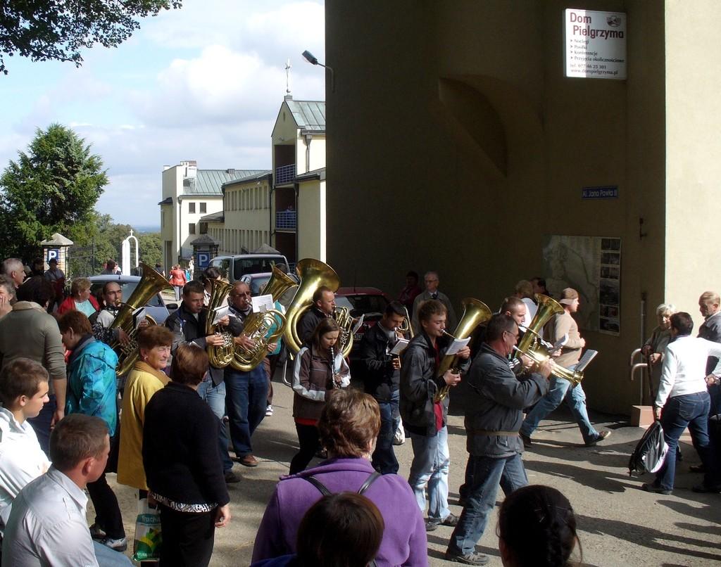 Zdjęcia: Góra św. Anny, opolskie, Orkiestra dęta w orszaku dożynkowym, POLSKA